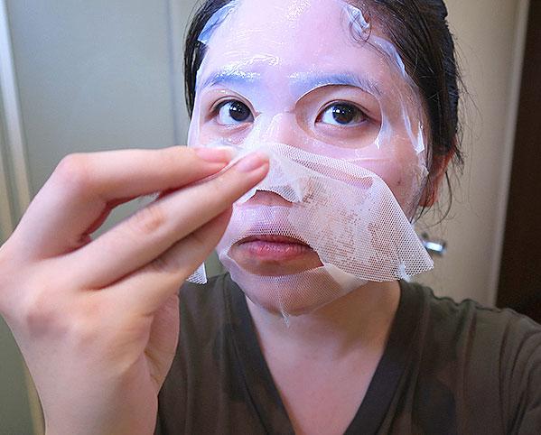 Innisfree biocellulóz arcmaszk felhelyezése